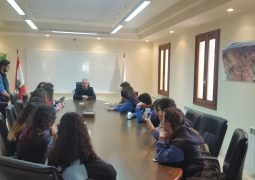 استقبل رئيس بلدية بشري فريدي كيروز وفد من مدرسة الانطونية عجلتون في قصر بلدية بشري
