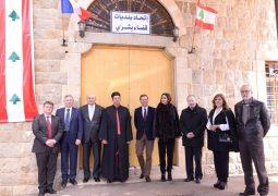 زار السفير الفرنسي ايمانويل بون منطقة بشري